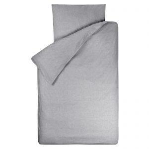Dekbedovertrek Bo grijs 140x200, gemaakt van een zachte chambray in de kleur grijs met een dubbel doorlopende instopstrook.