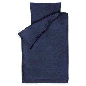 Dekbedovertrek Bo jeans 120x150, gemaakt van een zachte chambray in de kleur jeans (donkerblauw), geschikt voor een peuter- of juniordekbed.