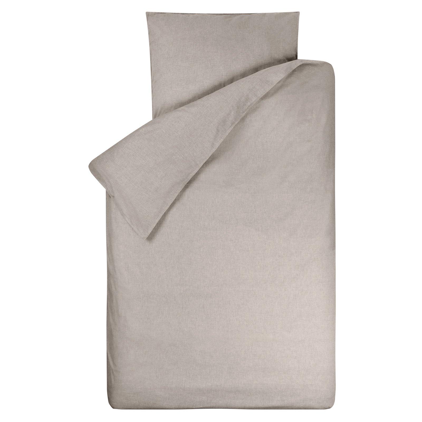 Dekbedovertrek Bo zand 140x200, gemaakt van een mooie chambray in de kleur zand (nepal/beige) met rondom een stoer wit dubbel stiksel.