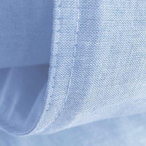 Detail Bo blue met stoer wit dubbel stiksel.