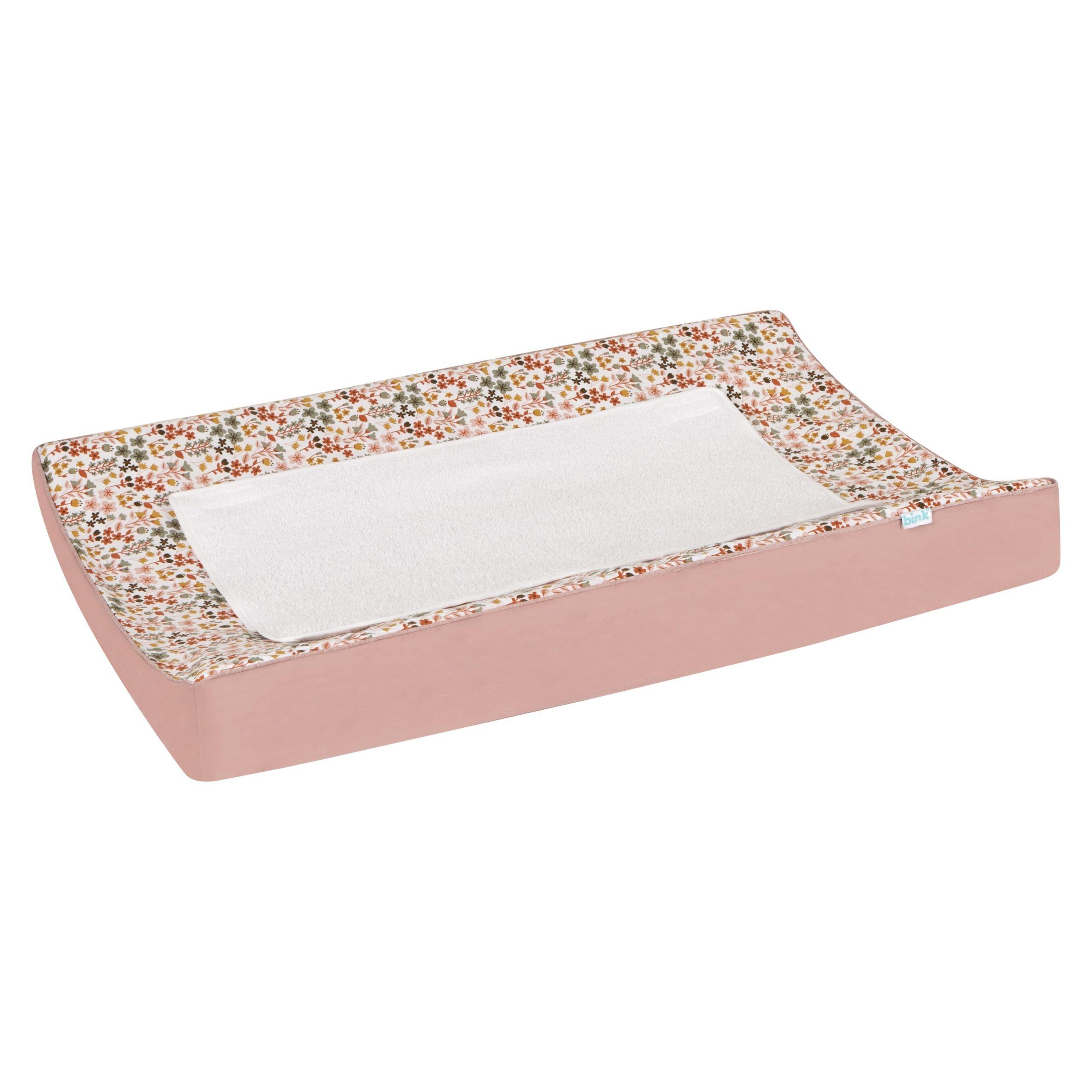 BINK Bedding waskussenhoes Dees. Waskussenhoes Dees met een vrolijk gebloemde print in mooie warme kleuren zoals oudroze, oudgroen en okergeel op een frisse witte ondergrond met een afneembaar badstof dekje.