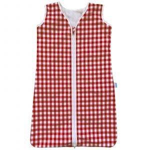 BINK Bedding zomerslaapzak 90 cm BB rood. Een vrolijke zomerslaapzak van 2-laags katoen met een vrolijke boerenbond / vichy ruit in rood. De slaapzak is voorzien van een YKK kwaliteitsrits.