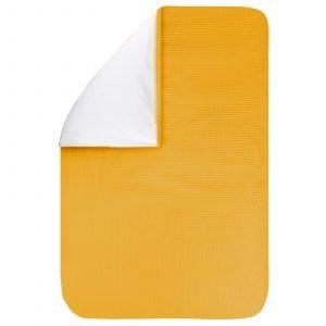 Dekbedovertrek Pique oker 60x80, een fijn dekbedovertrek van zachte okergele wafelkatoen. Goed te combineren met BINK printjes.
